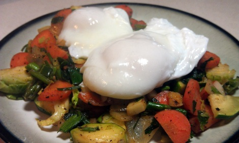 Low-amine, low-carb breakfast: Poached Eggs over Sauteed Vegetables (gluten-free, soy-free, low-amine, vegetarian, low-carb) (photo)