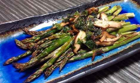 Asparagus with shiitake and parsley (photo)