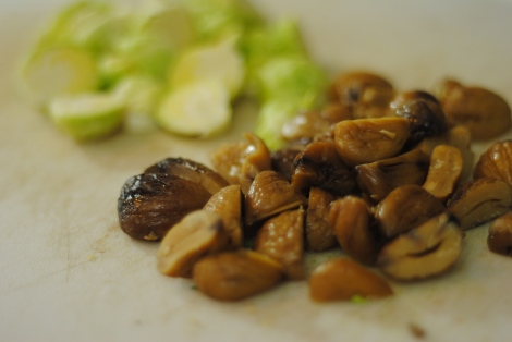 Chestnuts and brussels sprouts (photo)
