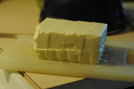 Cut tofu block into 8 pieces (photo)