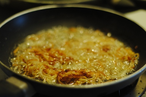 Frying shallots (photo)