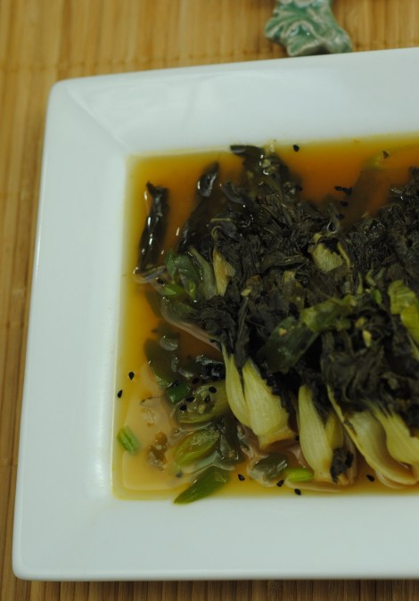 Low-amine baby choy sum sprinkled with nigella seeds, surrounded by spring onion broth. (photo)