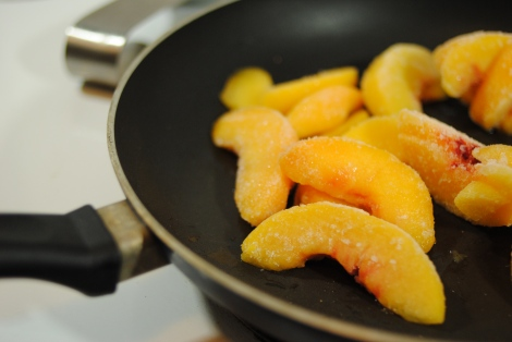 Low-amine peaches cooking in pan (photo)
