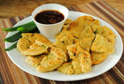 "Low-Amine Chinese Scallion Pancakes with ""Soy Sauce"" Dipping Sauce (photo)"