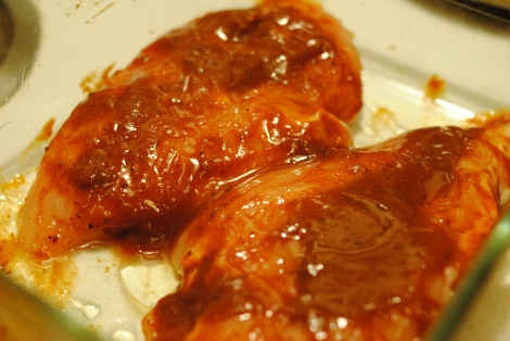 Low-Amine Chicken with BBQ sauce and oil (photo)
