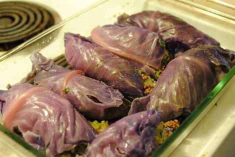 Low-amine purple cabbage stuffed with beef, rice, vegetables and dill (photo)