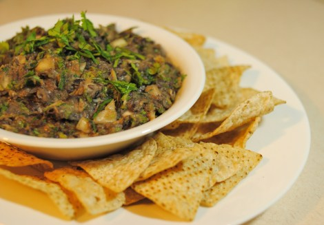 Low-Amine Black Bean Dip served with Organic Corn Chips (photo)